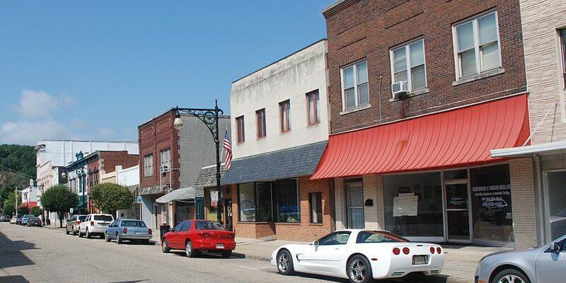 800px Covington, Va Main Street